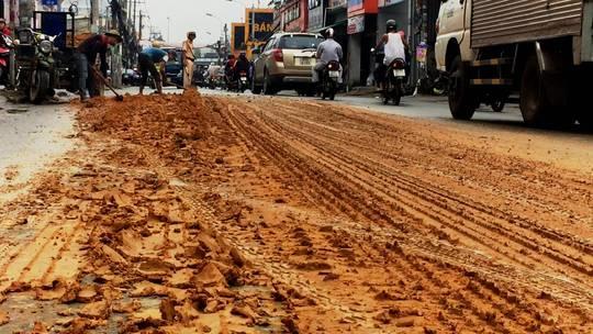 Kinh hãi với bùn nhão đầy đường ở TP HCM - Ảnh 3.