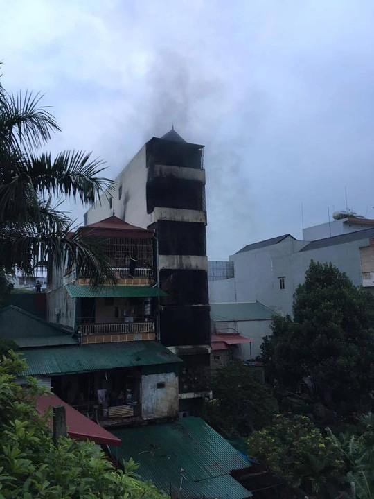 2 bé gái tử vong trong vụ cháy nhà lúc nửa đêm - Ảnh 1.