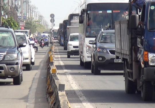 Giao thông qua khu vực gặp nhiều khó khăn do ảnh hưởng bởi vụ tai nạn