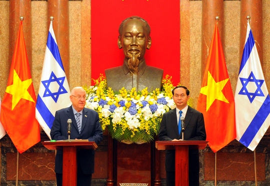 Chủ tịch nước và Tổng thống Israel họp báo chung tại Hà Nội