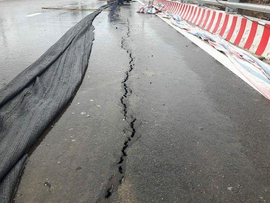 Cầu vượt 1.310 tỉ đồng chưa khánh thành đã nứt do... thời tiết - Ảnh 3.
