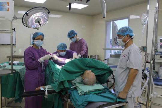 Nội soi cắt bệnh của quý ông cho cụ 104 tuổi - Ảnh 1.