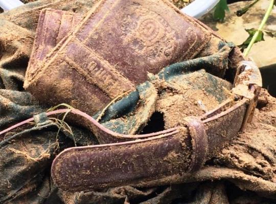 Tìm thấy quần áo, ví da của Thượng tá biên phòng mất tích - Ảnh 2.