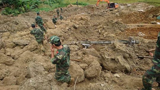 Sạt lở đất ở Hòa Bình: Tìm thấy nạn nhân thứ 9 - Ảnh 4.