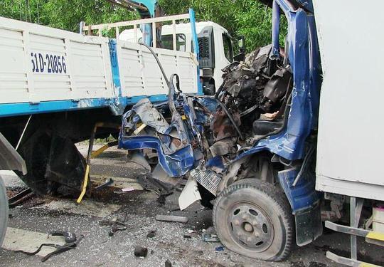 Cứu tài xế xe tải sau cú tông kinh hoàng - Ảnh 3.