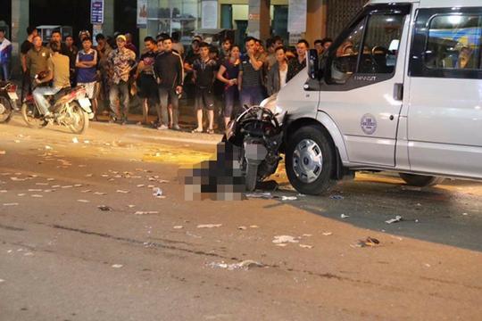 Xe máy va chạm với xế hộp, 2 người thương vong - Ảnh 1.
