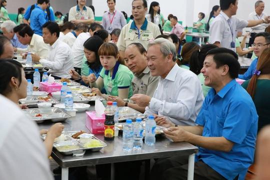 Hình ảnh xúc động của Thủ tướng với công nhân Đồng Nai - Ảnh 16.
