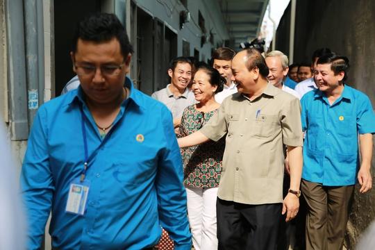 Hình ảnh xúc động của Thủ tướng với công nhân Đồng Nai - Ảnh 6.