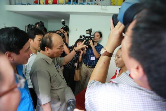 Hình ảnh xúc động của Thủ tướng với công nhân Đồng Nai - Ảnh 8.