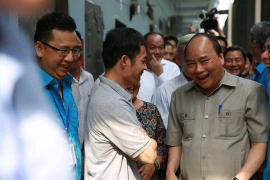 Hình ảnh xúc động của Thủ tướng với công nhân Đồng Nai - Ảnh 7.