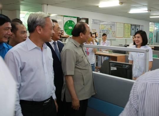 Hình ảnh xúc động của Thủ tướng với công nhân Đồng Nai - Ảnh 4.