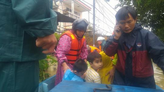 Quảng Nam: Còn ít nhất 6 nạn nhân bị chôn vùi do sạt lở - Ảnh 1.