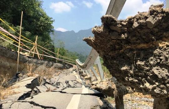 Quốc lộ gần 100 triệu đô ở Thanh Hóa sụt lún kinh hoàng - Ảnh 9.