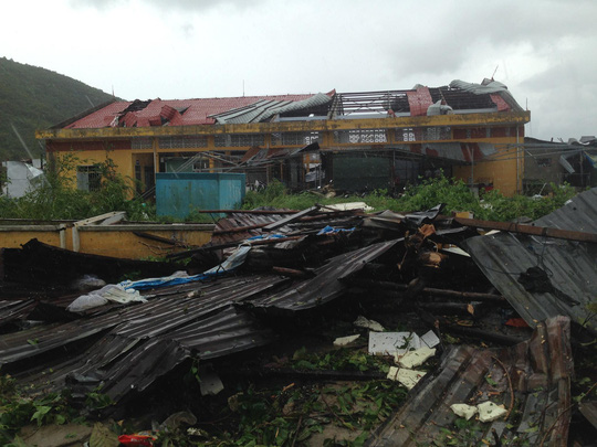 Khánh Hòa: Vạn Ninh sốt ruột vì 100 người mất liên lạc trong bão - Ảnh 1.