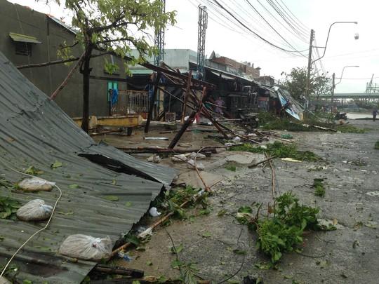Khánh Hòa: Vạn Ninh sốt ruột vì 100 người mất liên lạc trong bão - Ảnh 2.