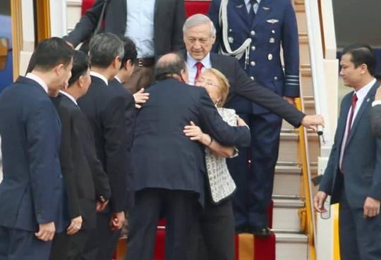 Tổng thống Chile Michelle Bachelet đáp Không lực tới Nội Bài - Ảnh 6.