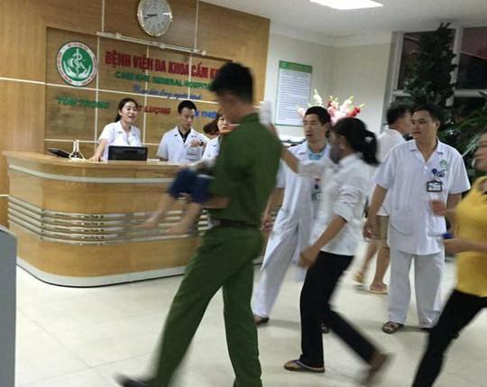Gần 100 trẻ đi viện sau bữa ăn ở trường mầm non - Ảnh 1.