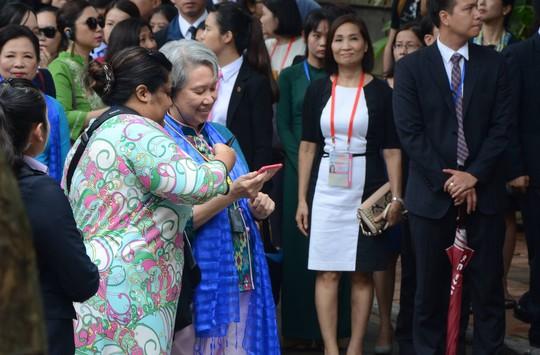 APEC 2017: Phu nhân các nhà lãnh đạo thích thú thăm Hội An - Ảnh 13.