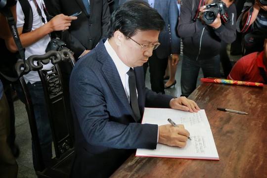 Tổng Bí thư gửi vòng hoa viếng cụ Hoàng Thị Minh Hồ - Ảnh 8.