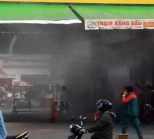 Trạm xăng phát hỏa, hàng chục người chạy thục mạng - Ảnh 1.