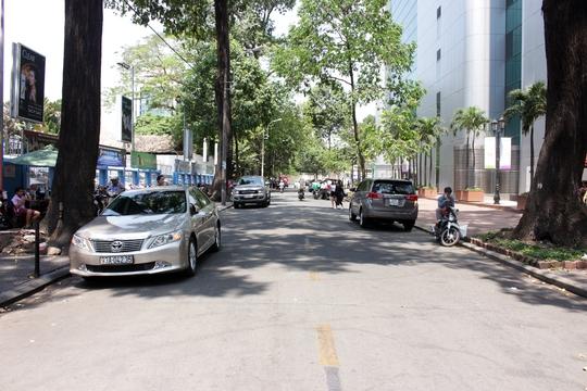 Bên cạnh đó, ông Thuận yêu cầu các đơn vị của quận khẩn trương rà soát đường Nguyễn Văn Chiêm và nhiều tuyến đường khác để xây dựng phố ẩm thực.