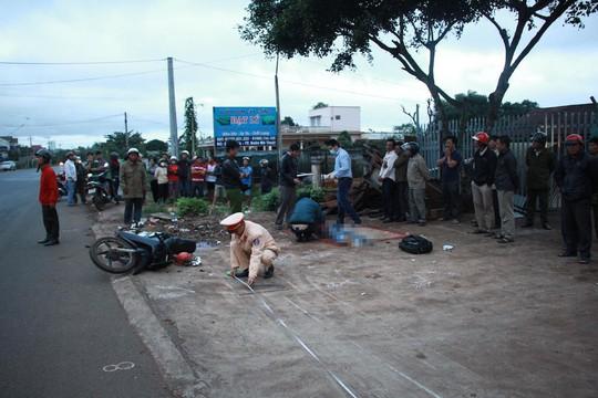 Xe máy mất lái ủi xe công nông, 2 thanh niên tử nạn - Ảnh 1.