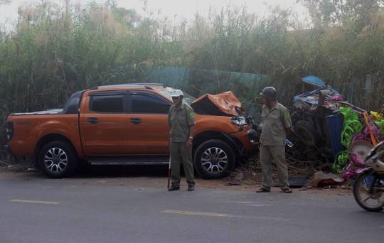 Ô tô bán tải lấn làn tông 2 người thương vong - Ảnh 2.