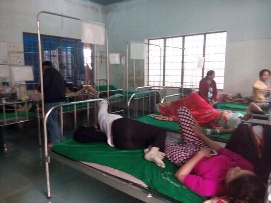 24 người nhập viện sau khi ăn cưới - Ảnh 1.