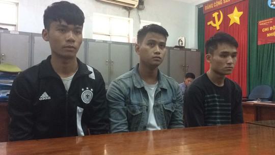 Nam sinh tham gia cướp xe ôm GrabBike táo tợn ở quận 2 - Ảnh 2.