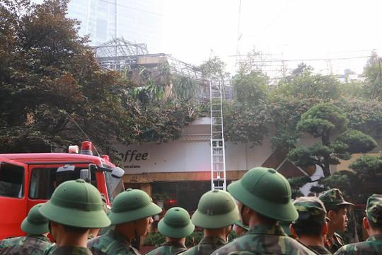 Cháy lớn quán cà phê tại quận Ba Đình - Ảnh 1.