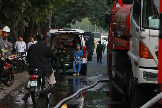 Cháy lớn quán cà phê tại quận Ba Đình - Ảnh 4.