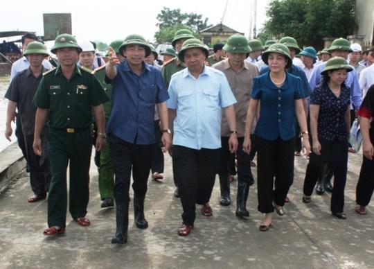 Thủ tướng, Phó Thủ tướng hủy các cuộc họp, tới hiện trường chỉ đạo ứng phó thiên tai - Ảnh 1.