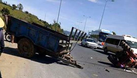 Ô tô tông... xe máy cày trên cao tốc Liên Khương - Đà Lạt - Ảnh 2.