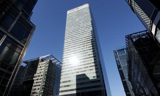 Ngân hàng HSBC ở London. Ảnh: The Guardian