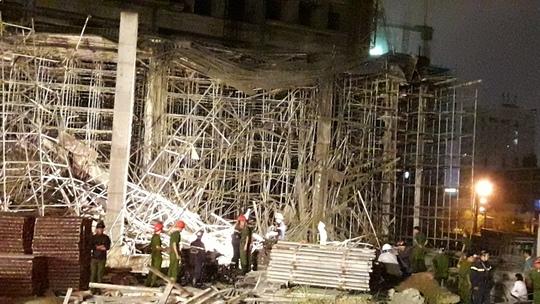 Sập giàn giáo công trình ở Đà Nẵng nhiều người bị thương