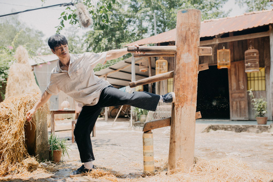 Dustin Nguyễn tự tin thế vai của Trường Giang - Ảnh 1.