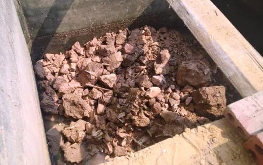 Khu bể phốt nơi phát hiện bộ hài cốt người đã chết nhiều năm