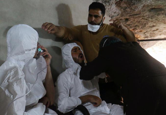 Khoảng 300 người bị thương trong vụ tấn công hôm 4-4. Ảnh: REUTERS