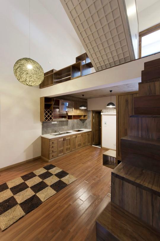 Không gian căn nhà được thiết kế độc đáo giúp các phòng gần như thông suốt, tạo sự thông thoáng.
