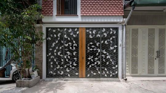 Căn nhà ống cải tạo với sân nằm trong nhà ở Sài Gòn - Ảnh 3.