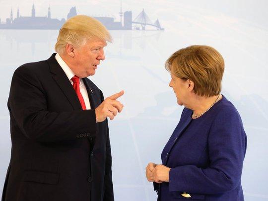 Tổng thống Donald Trump đã bắt tay bà Merkel - Ảnh 5.