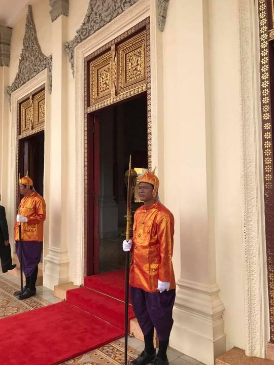 Trang trọng lễ đón Tổng Bí thư tại Hoàng cung Campuchia - Ảnh 18.