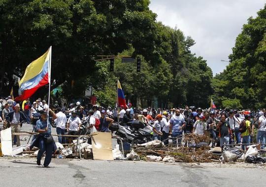 Bầu cử hội đồng lập hiến Venezuela: 15 người chết - Ảnh 4.
