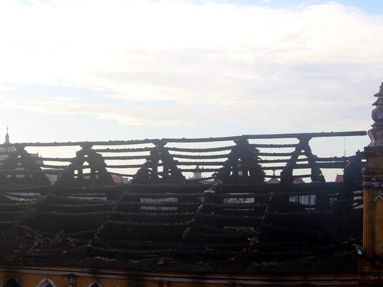 Cháy lớn thiêu rụi nhà thờ 129 năm tuổi - Ảnh 3.