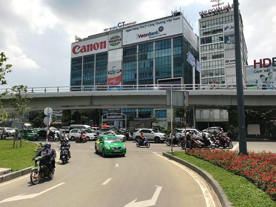 Thử nghiệm giải pháp giảm kẹt xe ở cổng sân bay Tân Sơn Nhất - Ảnh 3.