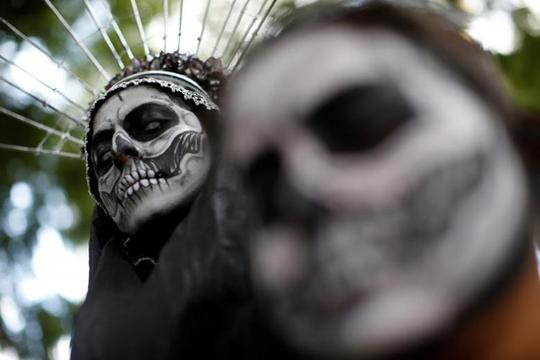 """Kinh dị """"bộ xương"""" diễu hành trong lễ hội người chết ở Mexico - Ảnh 3."""