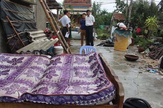 Doanh nghiệp vùng bão hỗ trợ dựng lại nhà sập do bão cho dân - Ảnh 1.