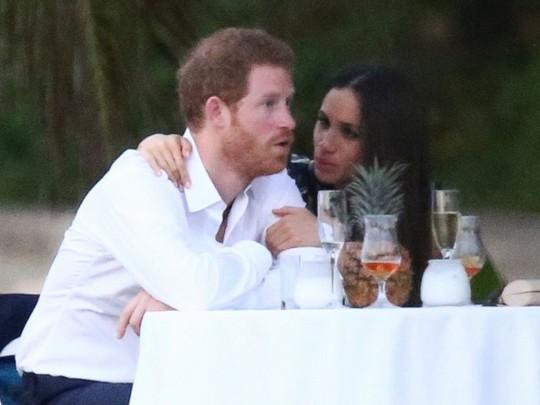 Hoàng tử Harry của Anh đã bị trói - Ảnh 4.