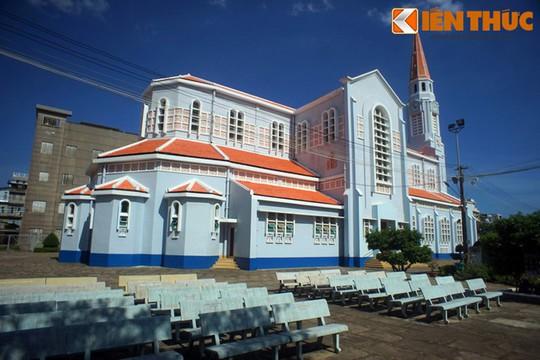 Khám phá nhà thờ Nhọn nổi tiếng ở Quy Nhơn - Ảnh 3.