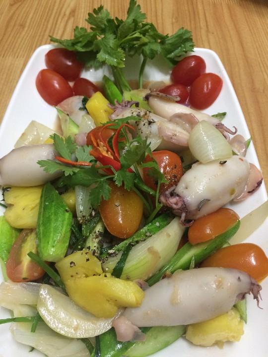Mực dồn thịt xào thập cẩm bao hao cơm - Ảnh 3.
